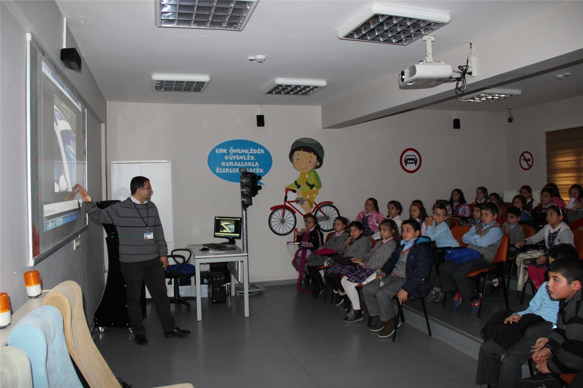 İlk ve Orta Öğretim Öğrencilerine Verilen Trafik Eğitimi